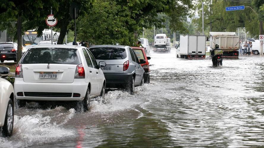 Cuidados com carro na chuva