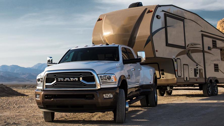 Ram 3500 güncellenirken bir kamyona daha da yaklaştı
