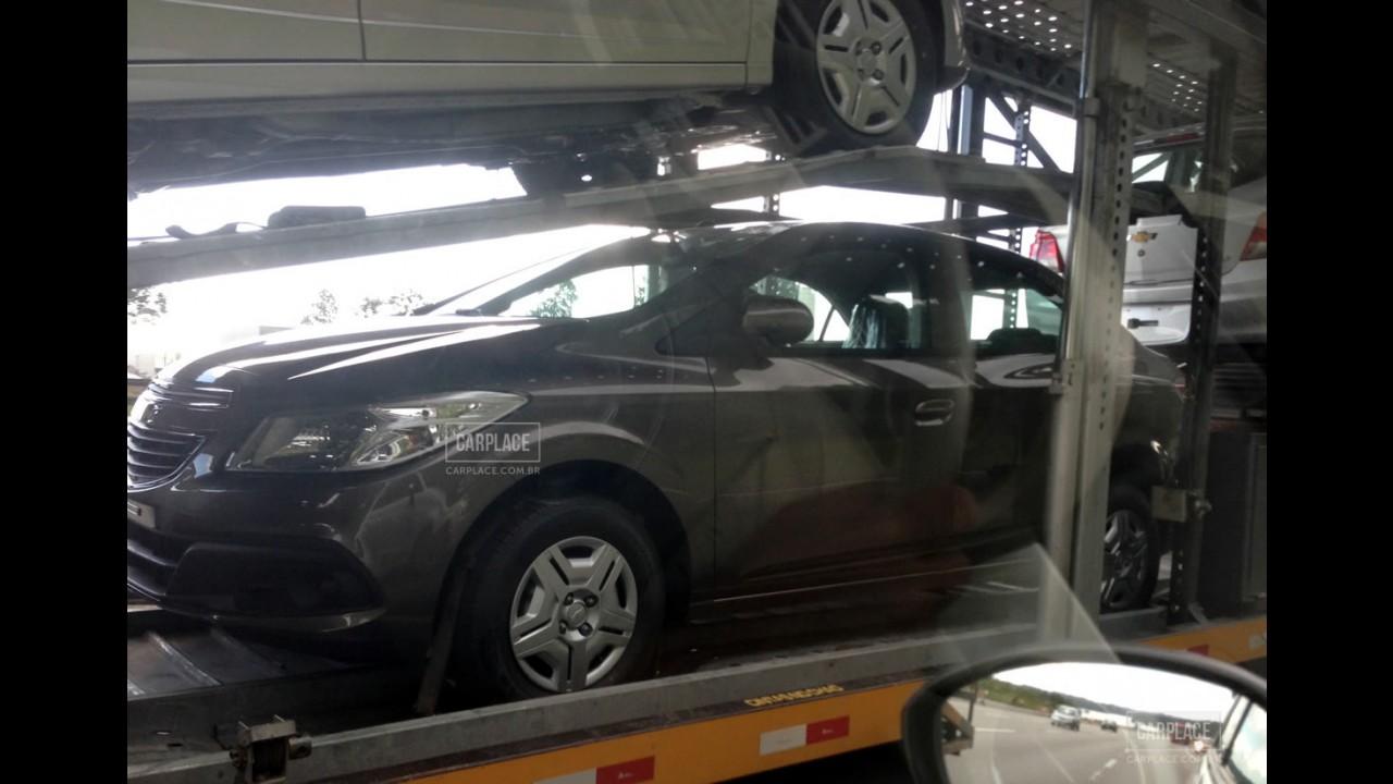 Novo Prisma: flagramos o Onix Sedan em todas as versões a caminho das revendas
