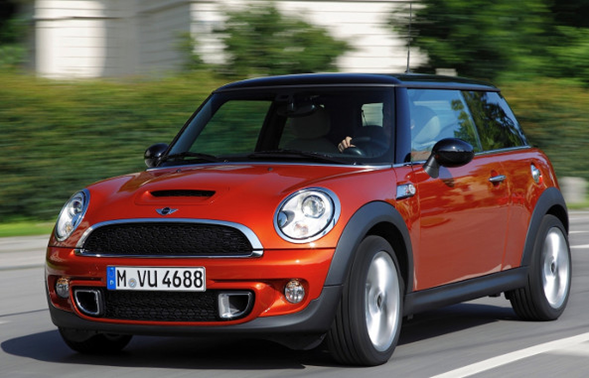 2015 mini cooper how does it size up to other small cars. Black Bedroom Furniture Sets. Home Design Ideas