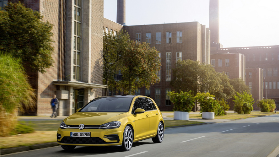 VW Golf facelift with R-Line package