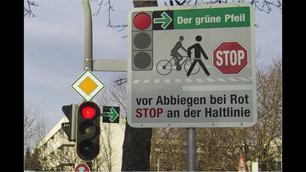 Grünpfeil-Schild: Heißt das ,Abbiegen auch bei roter Ampel erlaubt
