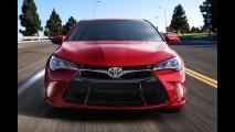 Toyota Camry fica mais arrojado com reestilização - veja galeria