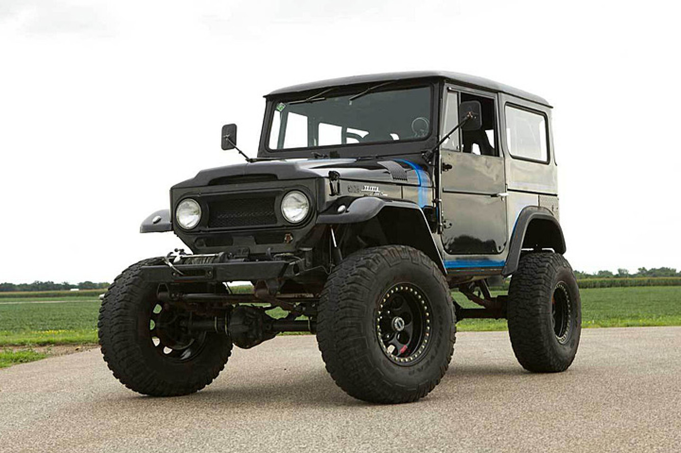 There\'s a Chevy V8 Under This Toyota Land Cruiser Brute