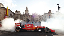 Sebastian Vettel, Ferrari SF70H, haciendo unos donuts