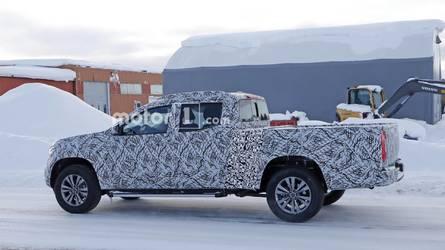 Flagra - Mercedes-Benz Classe X começa a ser testada em versão alongada