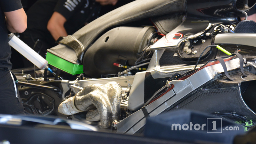Mercedes, Engine cover bulge