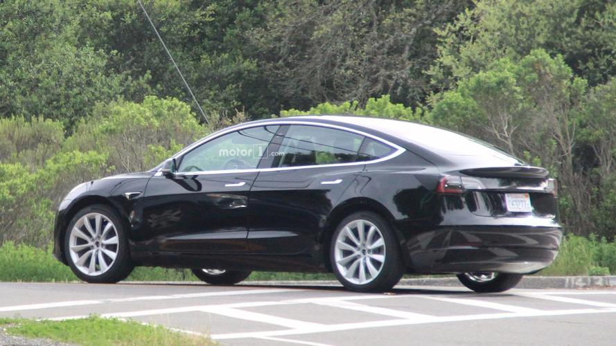 Szín és kerékméret: ennyi a konfigurálási lehetőség a Tesla Model 3 esetében