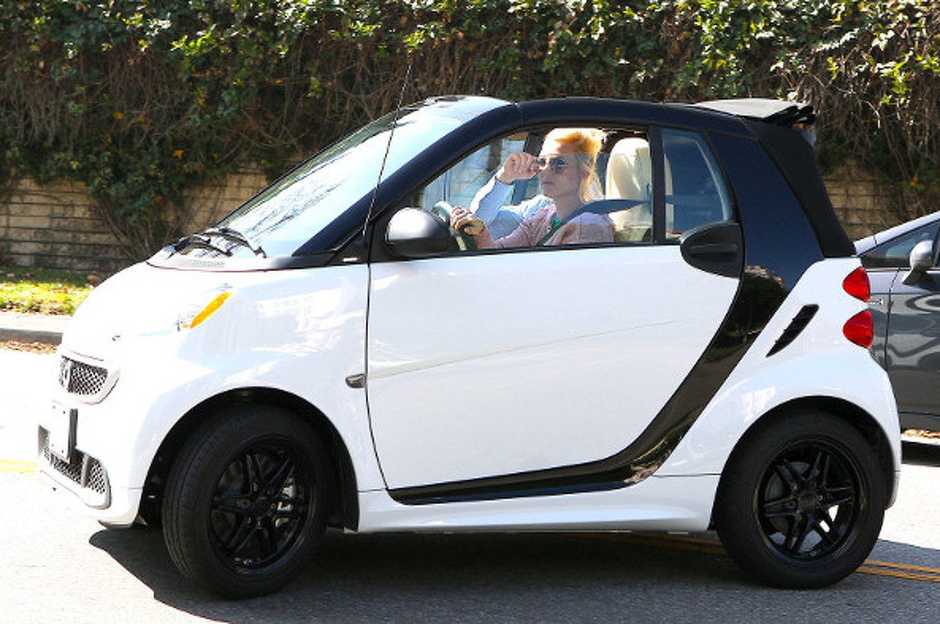 Britney Spears Blasting Around in Smart ForTwo is Questionable