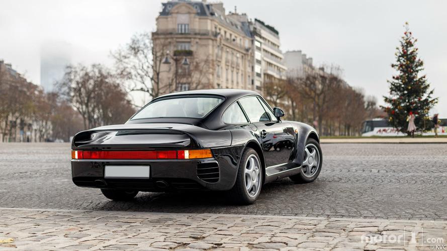 PHOTOS - Une rarissime Porsche 959 prend la pose