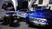 El Sauber Formula 1 team muestra un mensaje de