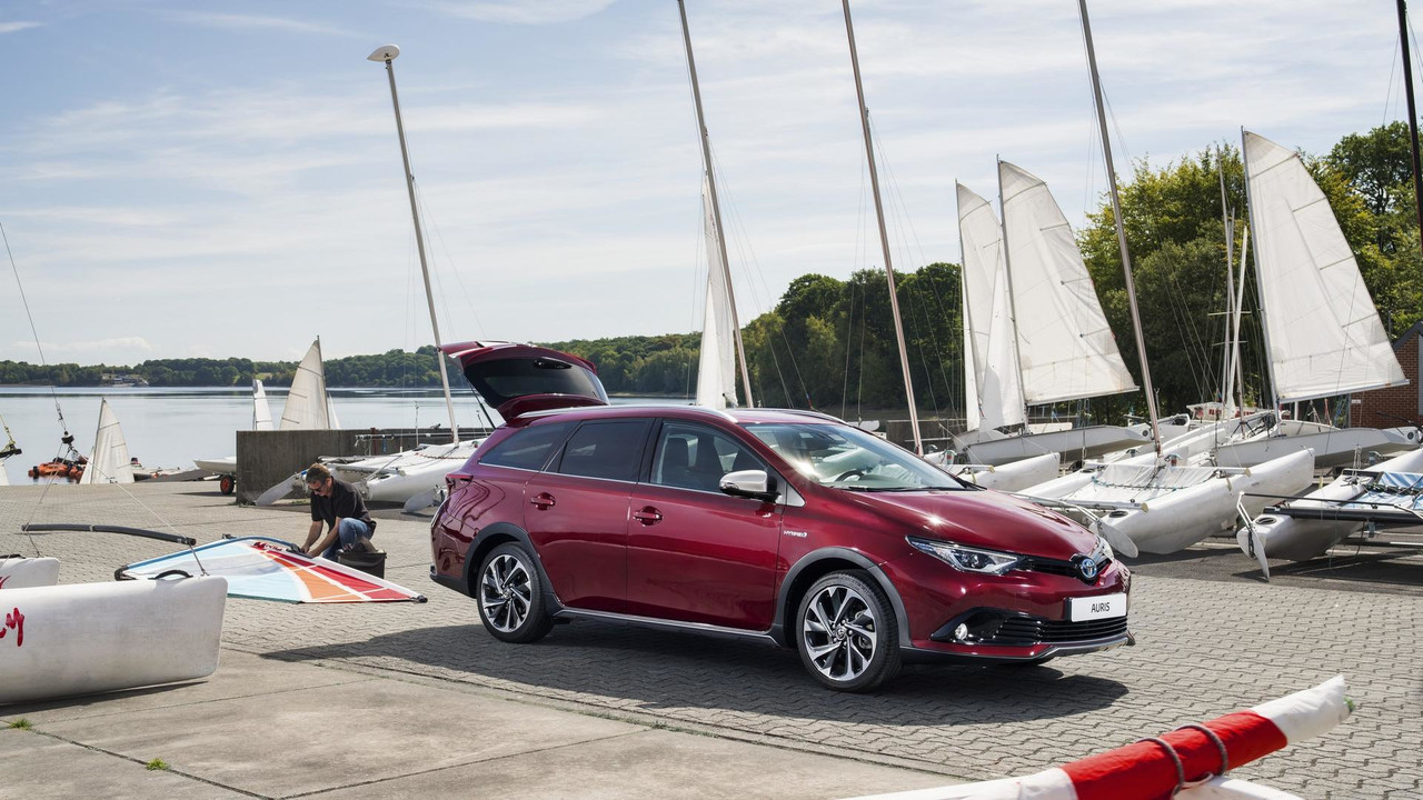 toyota auris touring sports freestyle une version au look baroudeur. Black Bedroom Furniture Sets. Home Design Ideas