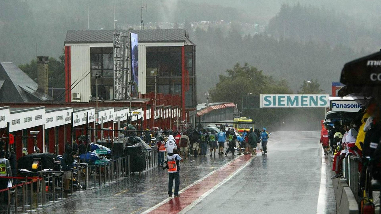 Overview of the pitlane during heavy rain - September, Formula 1 World Championship, Rd 16, Belgian Grand Prix, 09.09.2005 Spa Francorchamps, Belgium