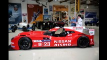 Nissan GT-R LM Nismo visita a garagem do apresentador Jay Leno - vídeo