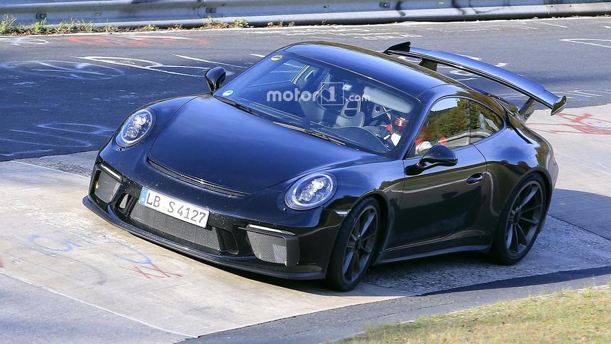 2017 Porsche 911 GT3 is not shy to show discreet facelift