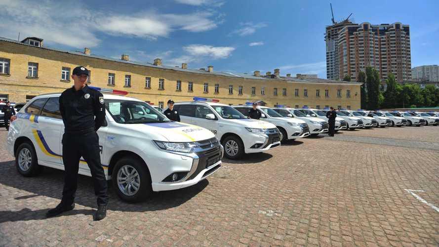 Ukrayna polisine 635 adet Mitsubishi Outlander PHEV