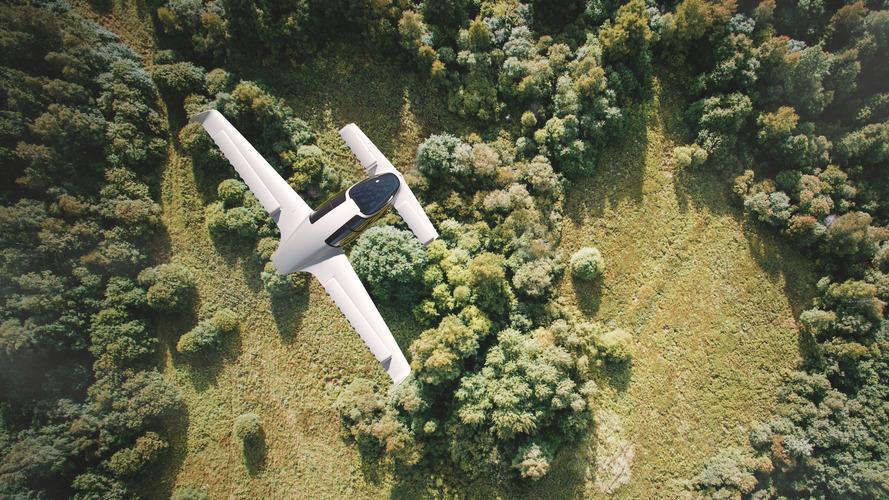 Dünyanın ilk uçan elektrikli otomobili gökyüzünde