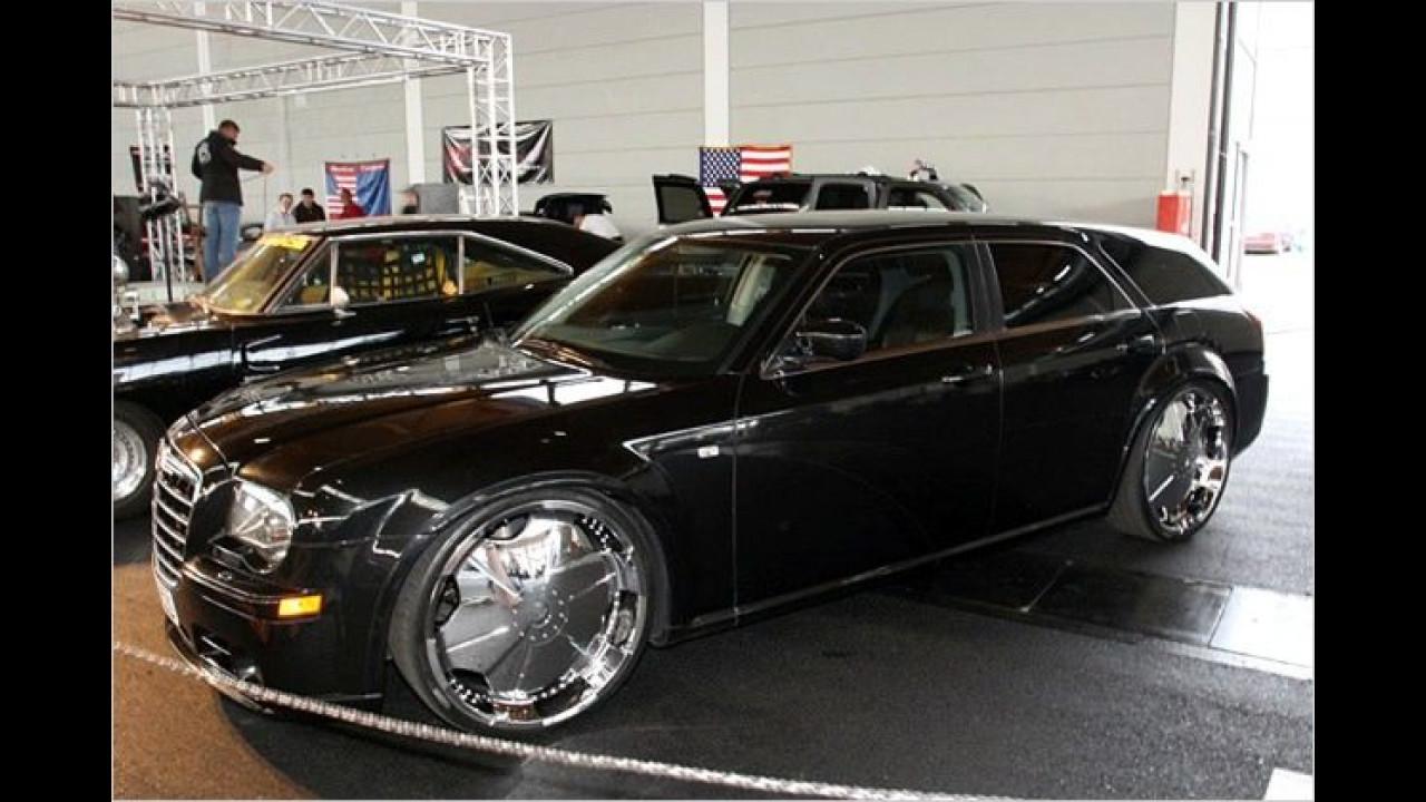 Dieser Dodge Magnum – hierzulande als Chrysler 300C Touring bekannt – kam auf 24-Zoll-Felgen zur Messe