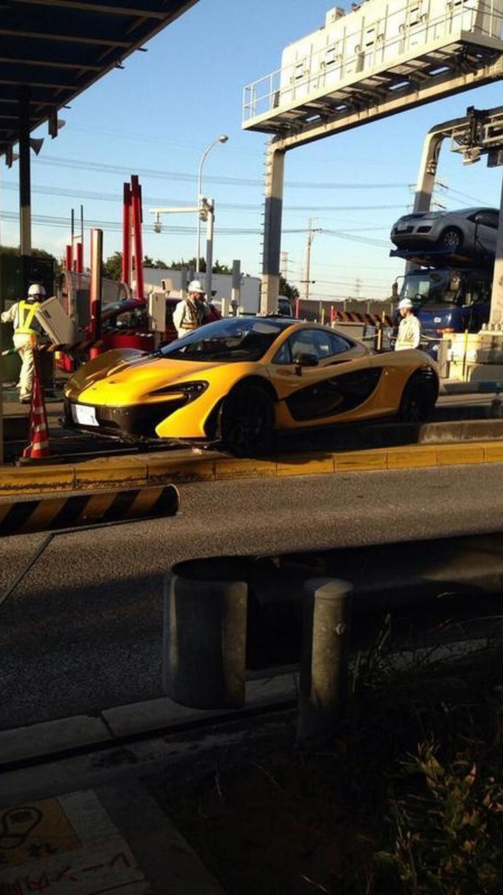 McLaren P1 accident on highway toll booth in Japan