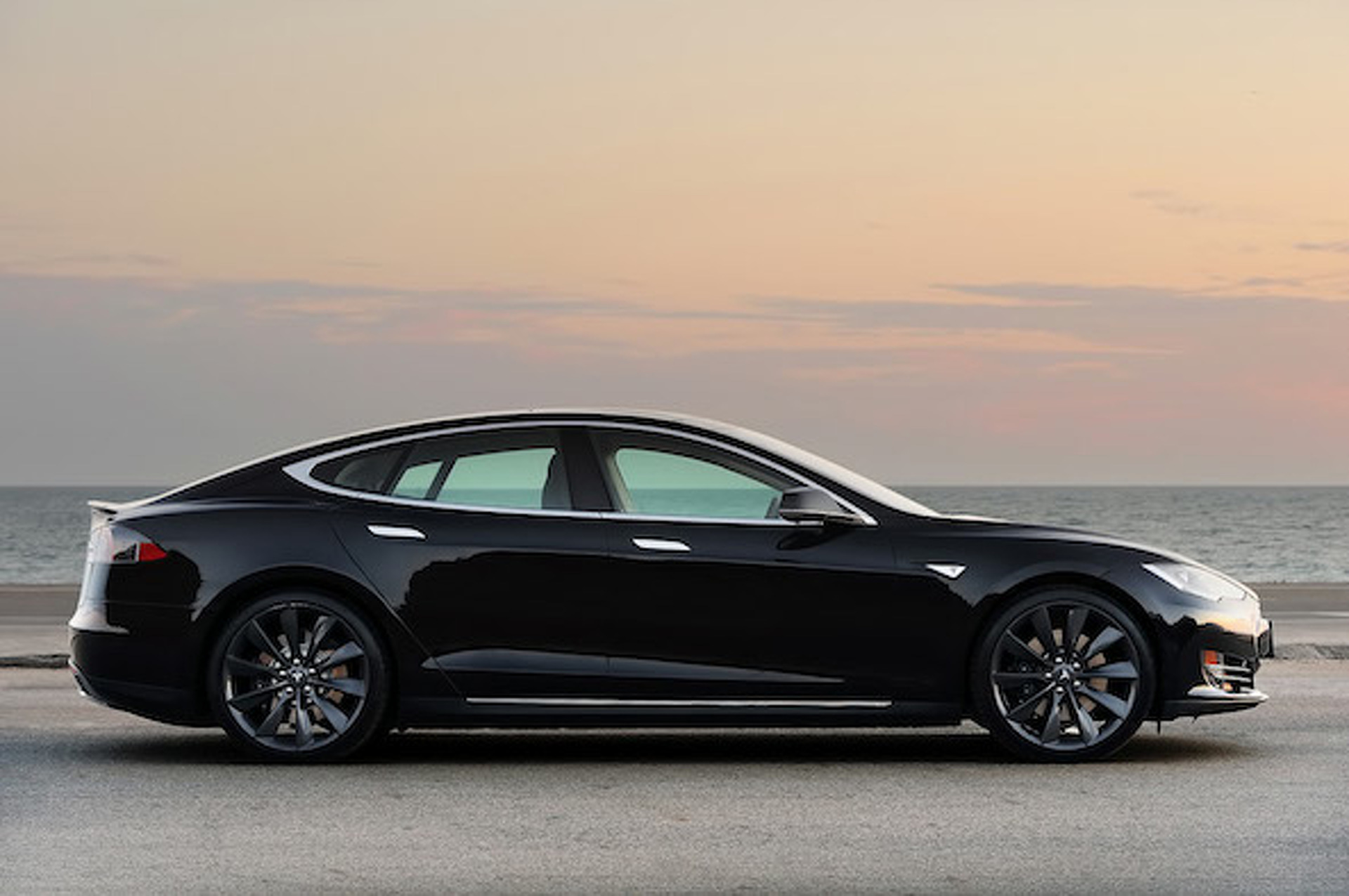 Saleen Tesla Model S Will be One Hotted-Up EV
