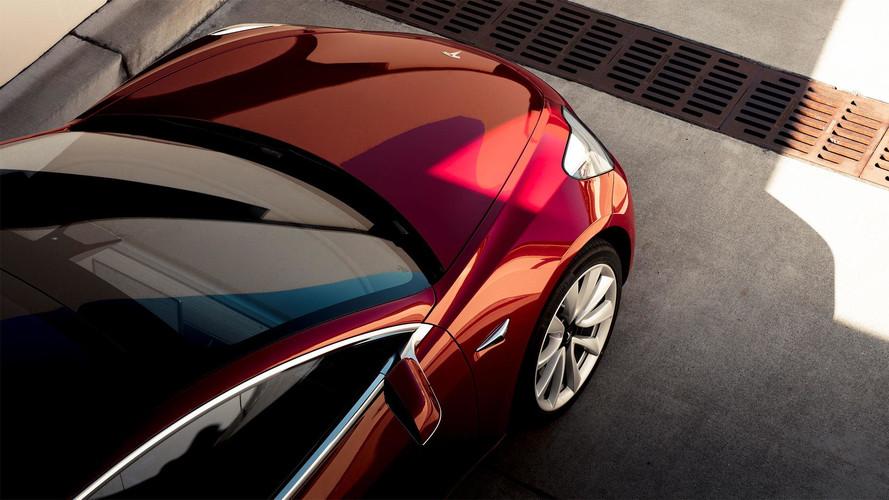 Óriási profittal értékesítheti Model 3 típusú autóit a Tesla
