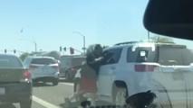 Trafikte yumruk yiyen adamın intikamı ağır oldu