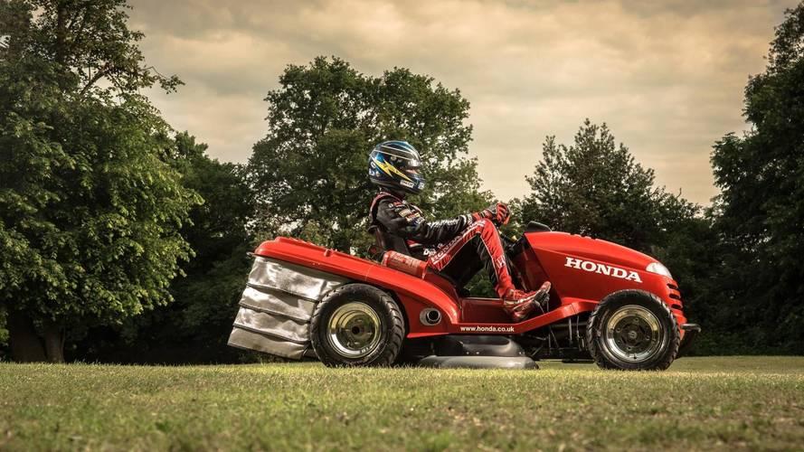 La tondeuse de course Honda s'occupe de la pelouse de Goodwood