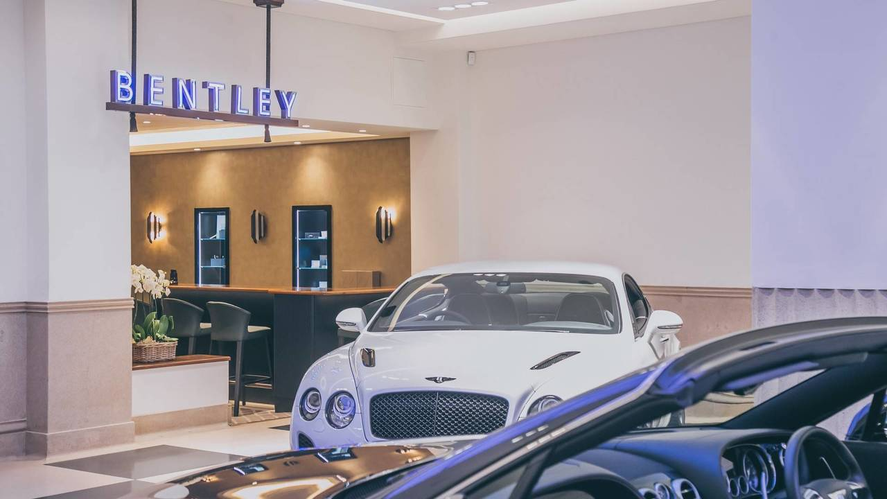 Jack Barclay Bentley showroom'u