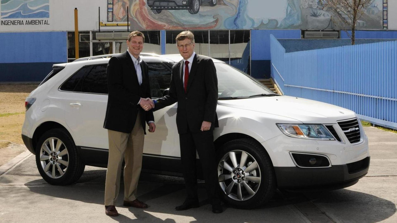 First Saab 9-4X rolls off production line, J Chess (left) and Jan Åke Jonsson - 14.02.2011