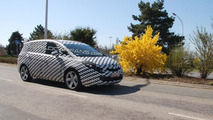 2012 Opel Zafira first spy photos - 1024 - 09.04.2010