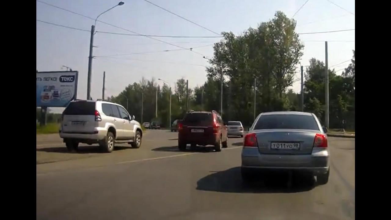 VÍDEO: Início de briga de trânsito na Rússia