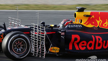 Daniil Kvyat, Red Bull Racing RB12 running sensor equipment