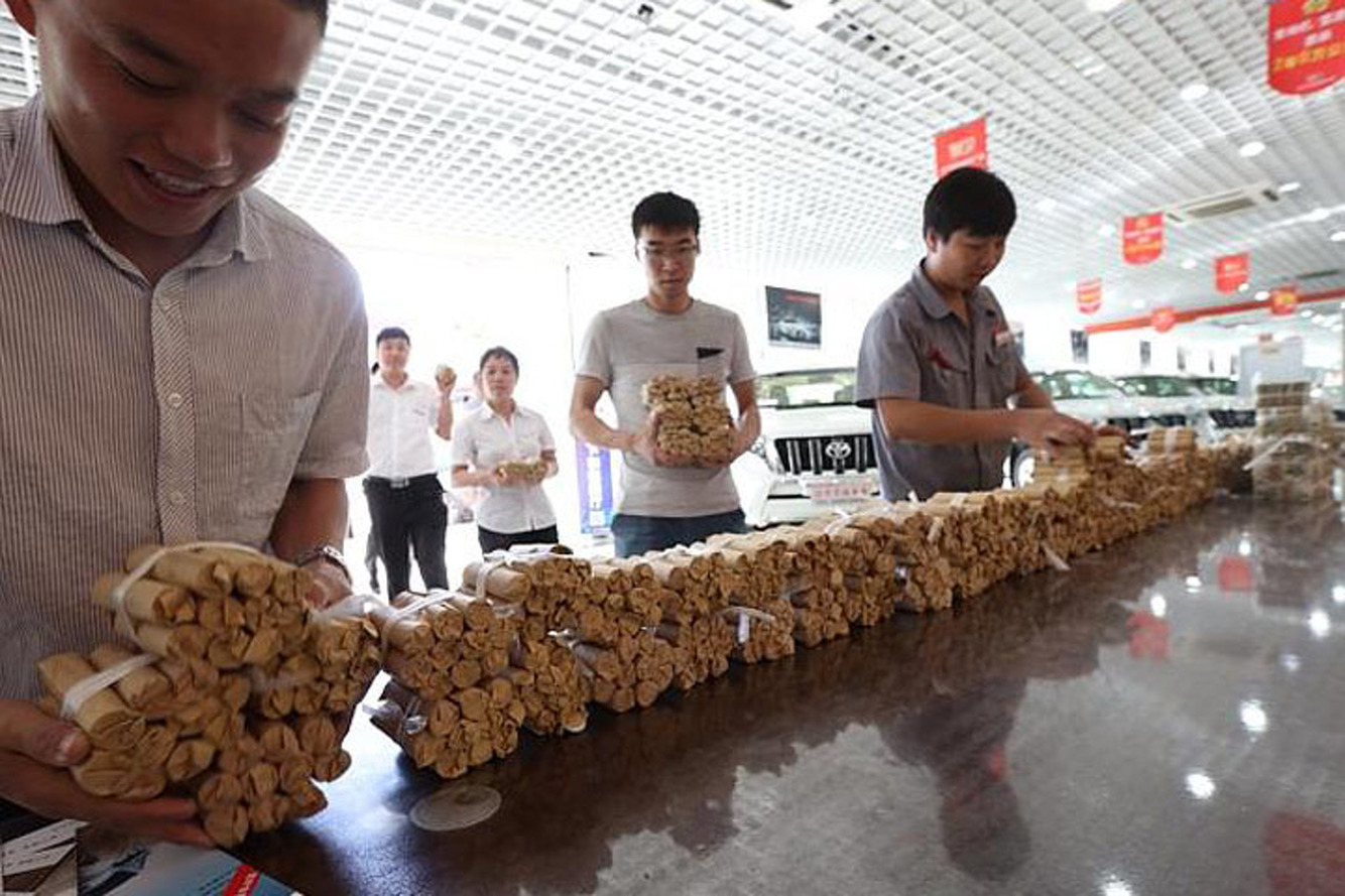 A Man in China Bought a New Car with $106,000 in Coins