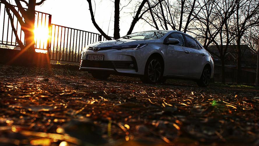 Toyota Corolla Executive 1.6 Valvematic CVT Teszt