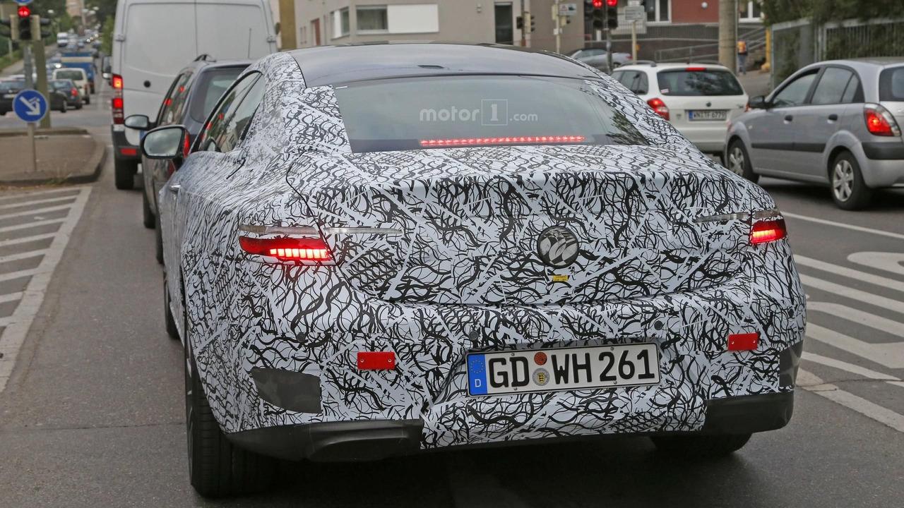 Mercedes-Benz E Serisi Coupe casus fotoğrafları