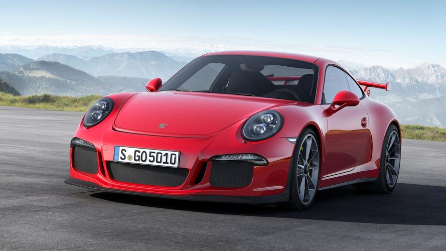 Honda'nın 911 GT3 satın aldığını fark eden Porsche, kaputun altına arkadaşça bir mesaj bırakmış