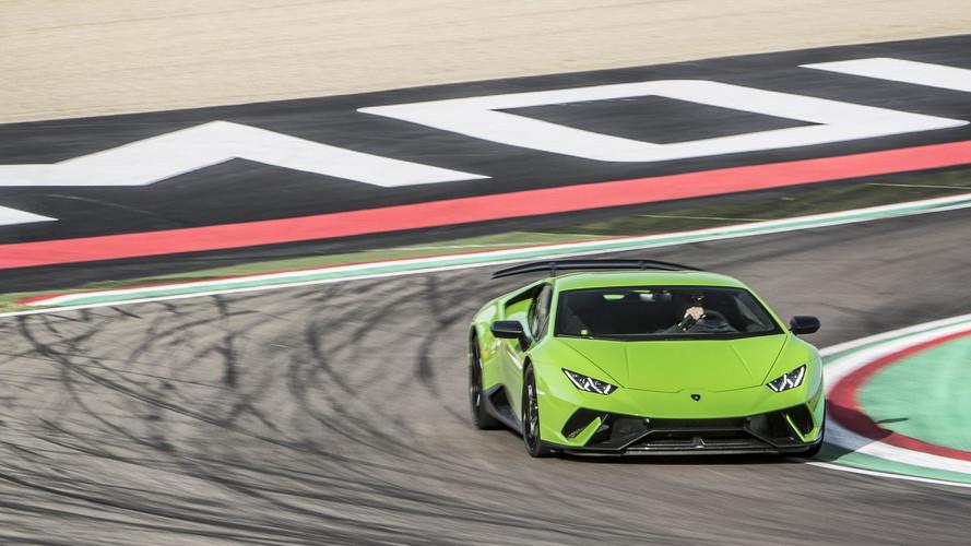 Bostonban egy Lamborghini Huracan Performante is hozzátesz a síelés élményéhez