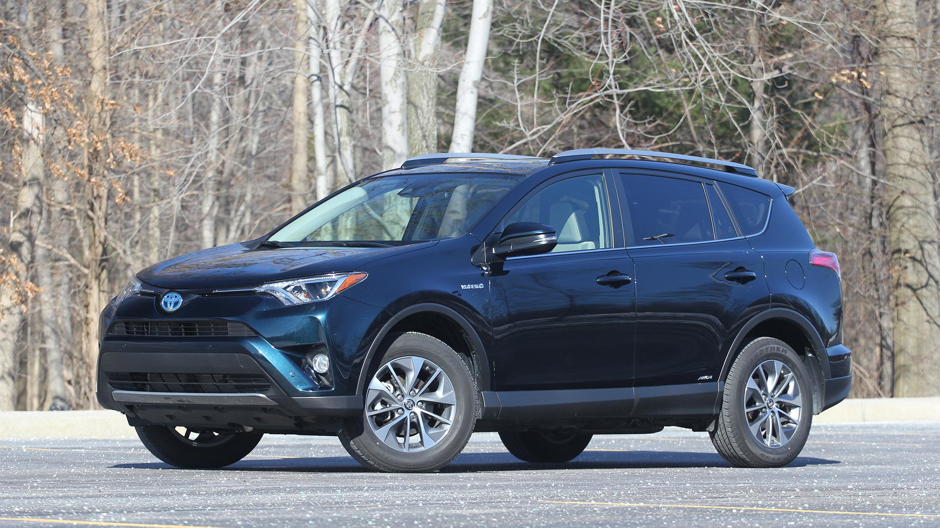 2017 toyota rav4 hybrid review in the competition s crosshairs. Black Bedroom Furniture Sets. Home Design Ideas