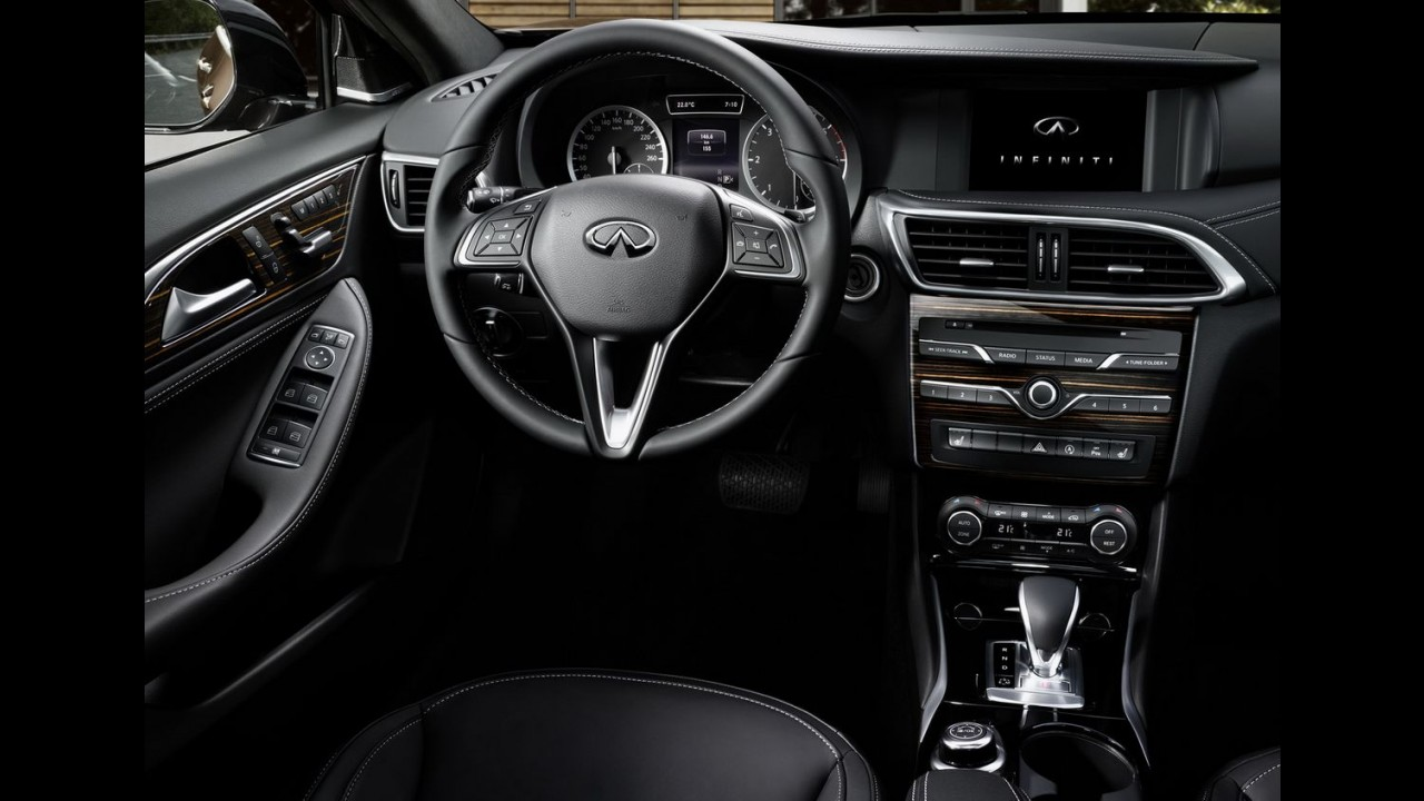 Nem hatch, nem crossover, Infiniti Q30 é apresentado oficialmente - veja fotos