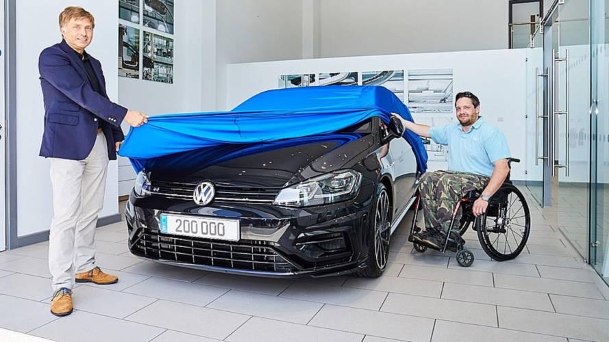 Volkswagen, 200.000'inci R modelini teslim etti