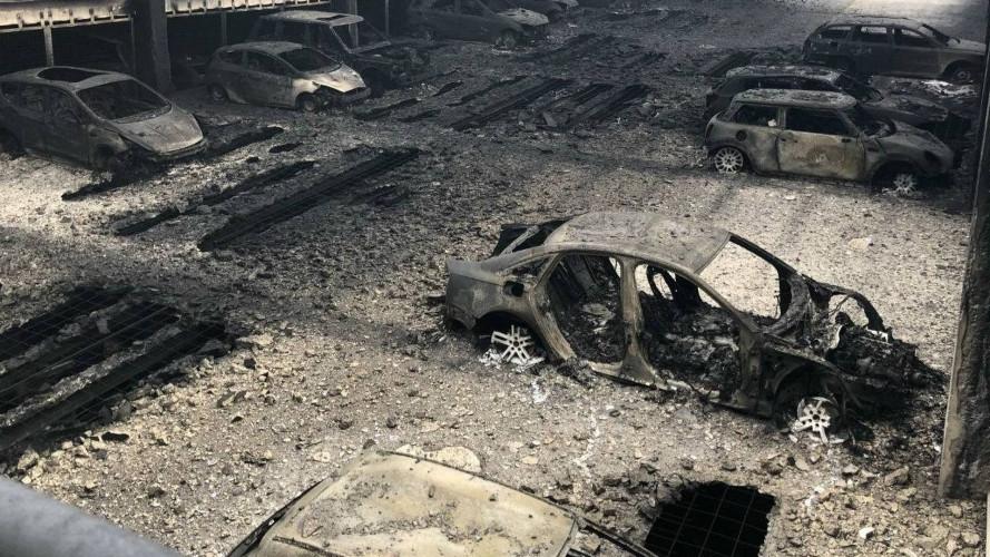 1.400 auto in fumo in un rogo a Liverpool