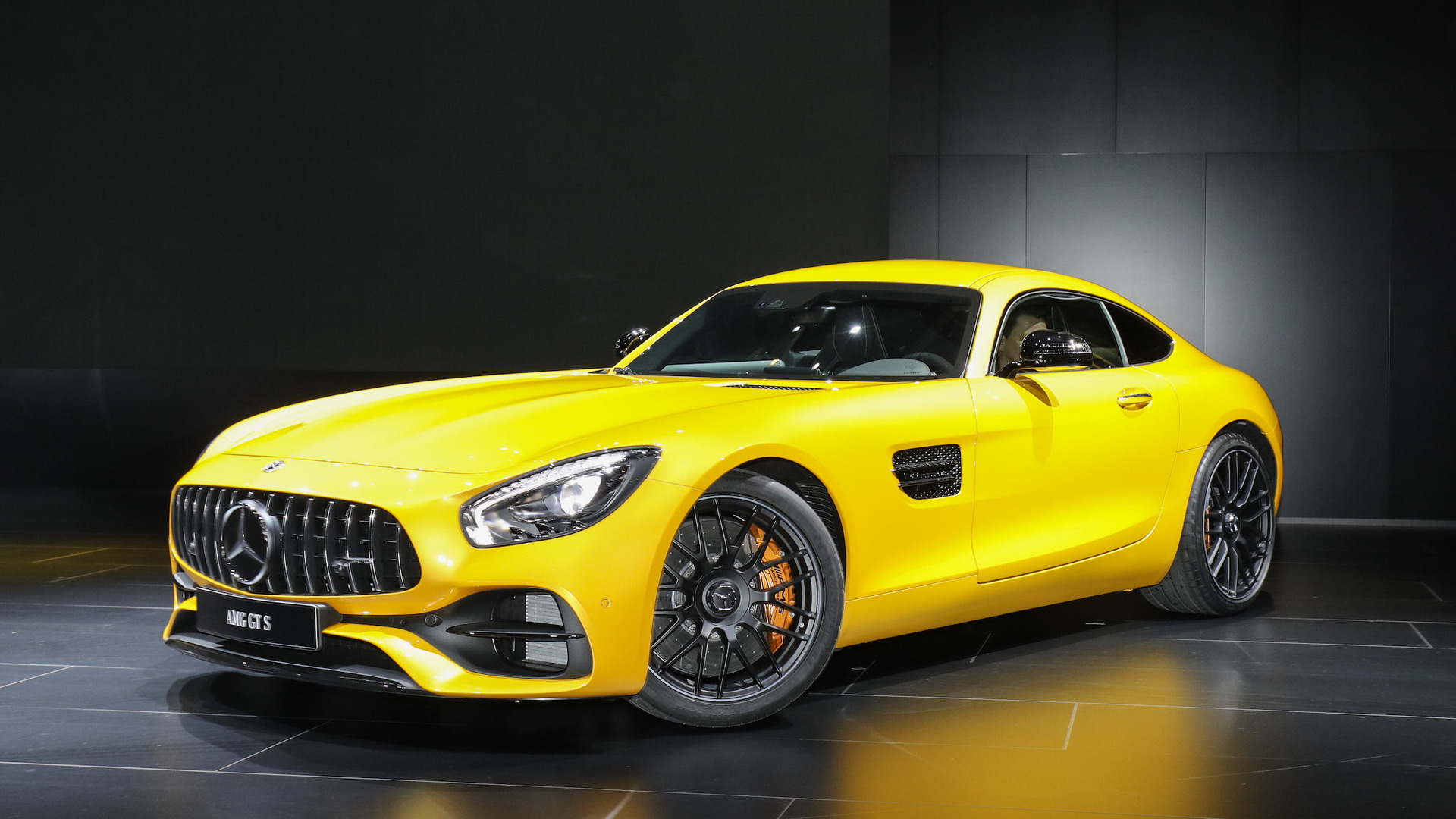 Mercedes Amg Coupe 2017 >> New Mercedes-AMG GT C Coupe is the friendlier GT R in Detroit