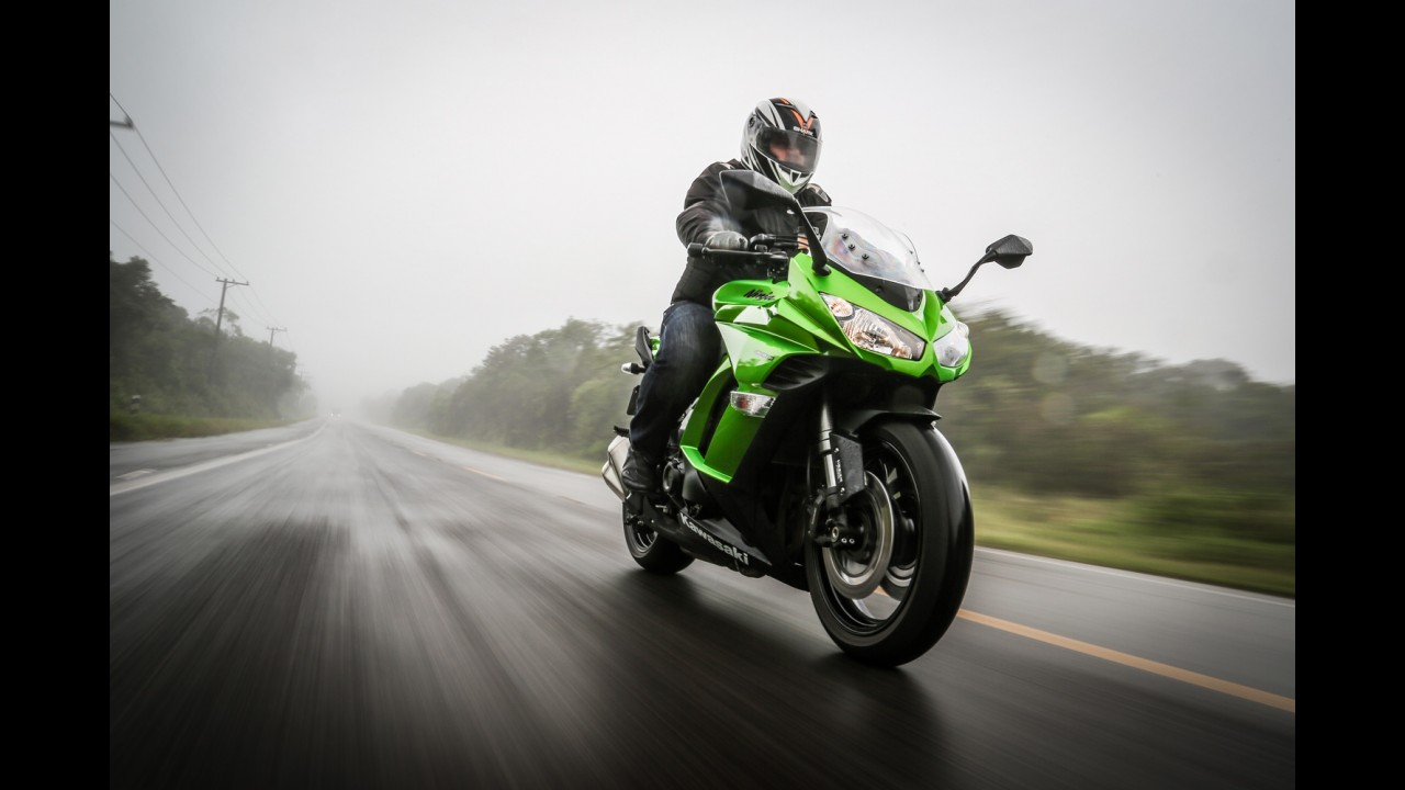 """Avaliação: Kawasaki Ninja 1000 2015 empolga estradeiros de """"mão cheia"""""""