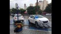 No dia da estreia, Peugeot 208 tem preço de tabela e pronta entrega