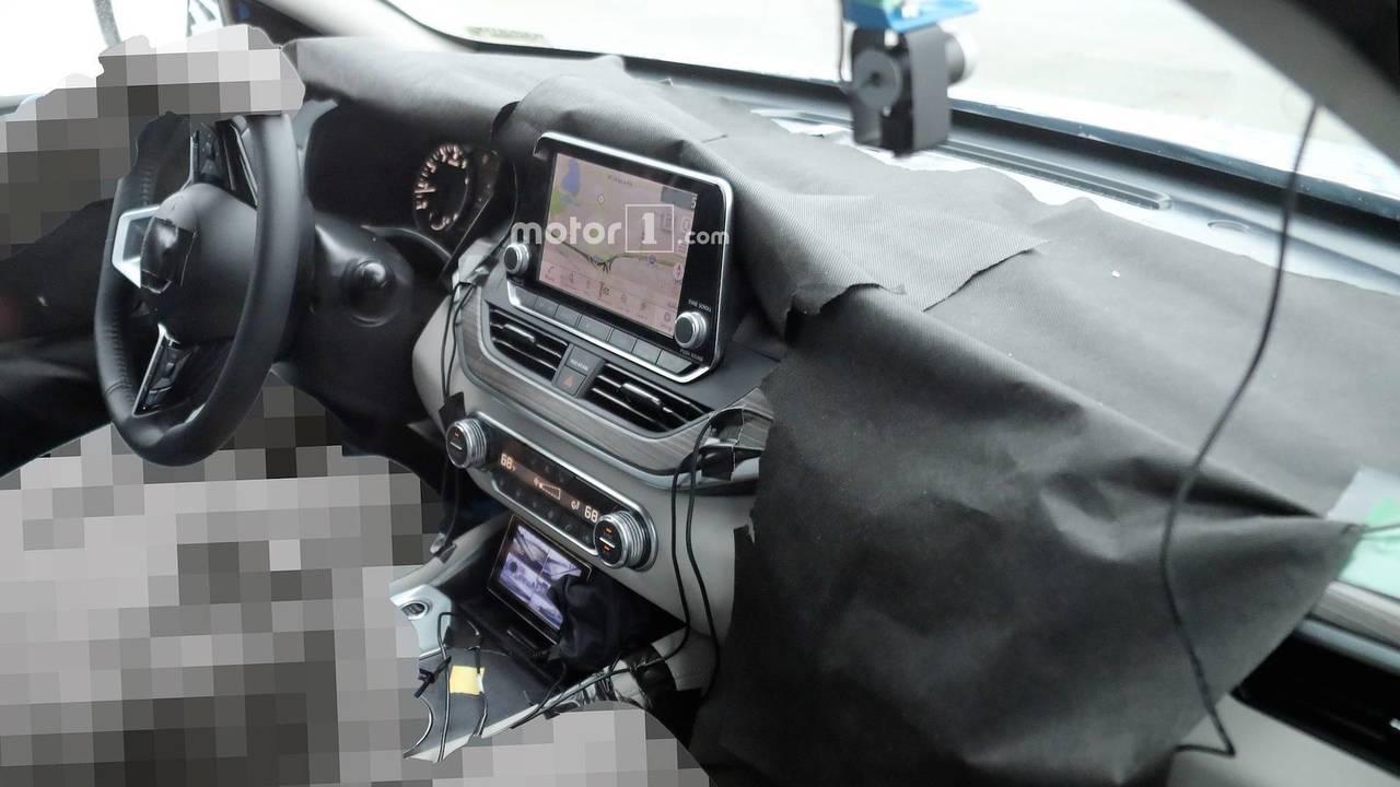 Nissan Altima kabin