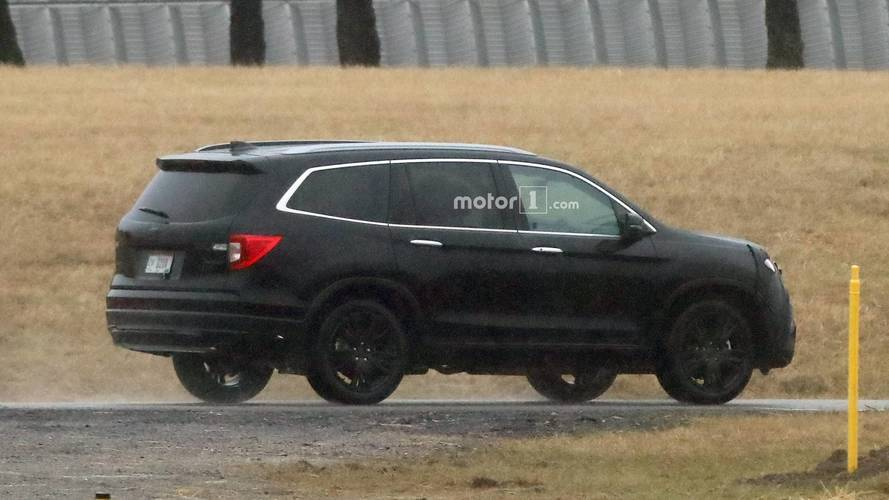 2019 honda pilot spied for first time with new face. Black Bedroom Furniture Sets. Home Design Ideas