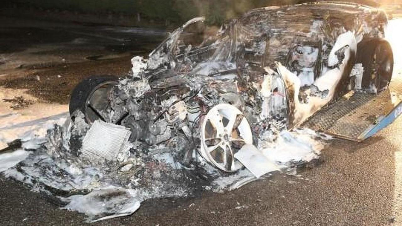 Jaguar F-Type burns in Herentals, Belgium 08.08.2013