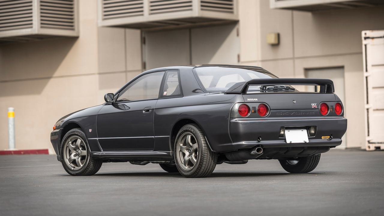 cette rutilante nissan skyline r32 gt r de 1989 est vendre aux ench res. Black Bedroom Furniture Sets. Home Design Ideas