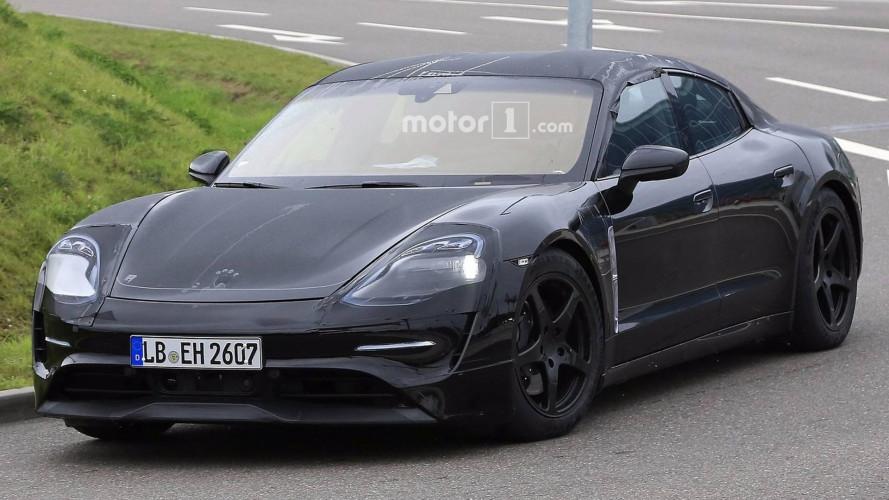 Porsche Mission E, la berlina elettrica scende in strada