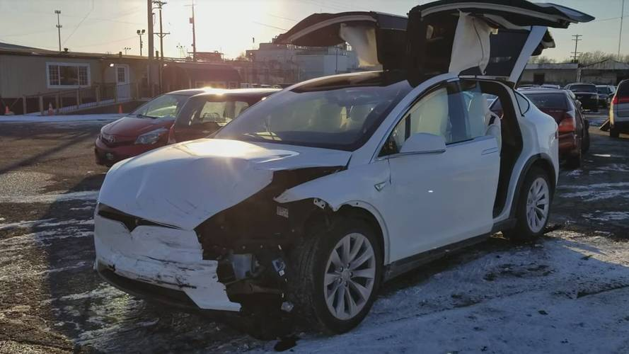 Tesla Model X Crash Aftermath Video Shows Electric SUV Is Safe, Too